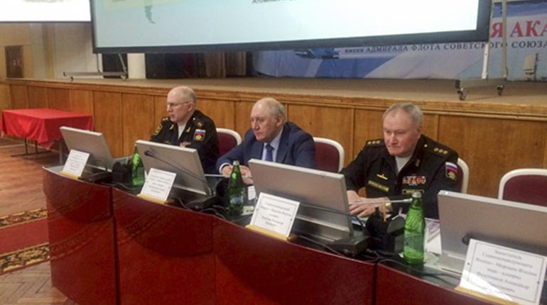 На конференции собрался руководящий состав Военно-Морского Флота и Главнокомандующий ВМФ России Адмирал Владимир Королёв.