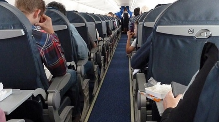 Портивший воздух пассажир заставил самолет совершить экстренную посадку