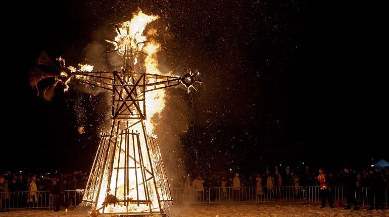 Масленица как психотерапия: почему горели Порошенко и готический замок