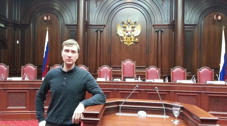 Петербуржцам он известен по большей части своей борьбой с шумом на Западном скоростном диаметре и компанией