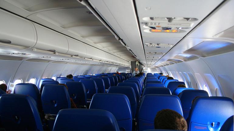 ВПулково милиция задержала мужчину, курившего наборту самолета