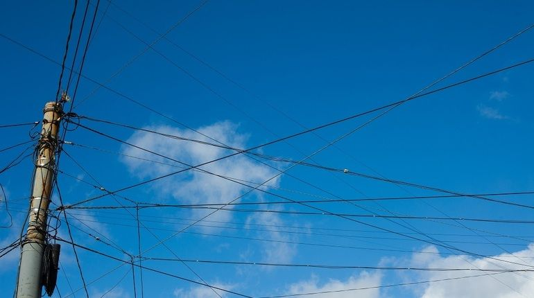 За последние месяцы петербургские суды вынесли два приговора по уголовным делам о воровстве электричества. Как похищают чужие киловатт-часы и чем это грозит, выясняла