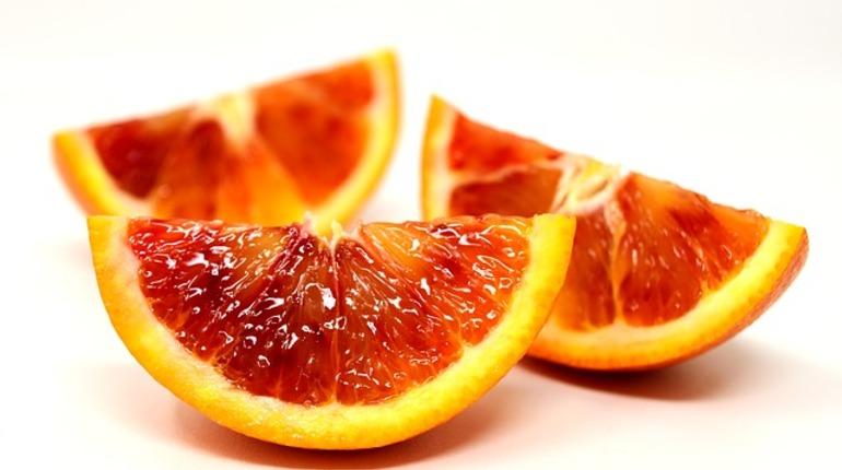 В Петербург не пропустили египетские апельсины с мухами
