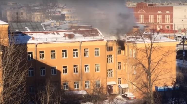 В городе на Неве горит квартира в доме 19 века
