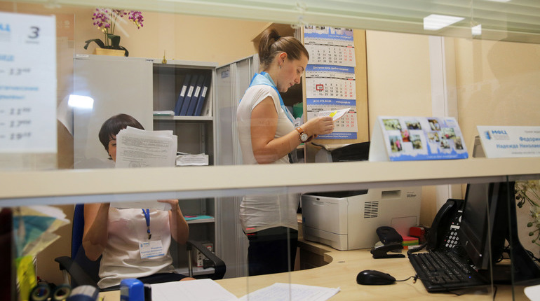 Регистрацией рождения и смерти в Северной столице могут заняться Многофункциональные центры Петербурга.