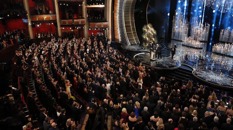 Звездных гостей «Оскара» уже встречают на красной дорожке в Лос-Анджелесе