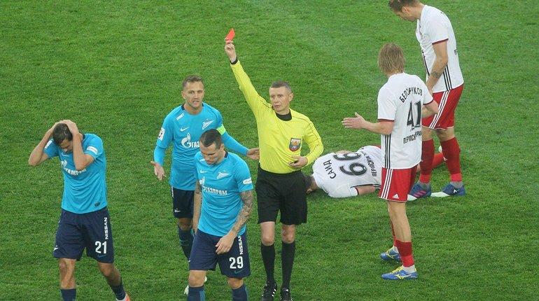 Поклонника «Зенита» лишили права посещать футбольные матчи из-за пиротехнического стробоскопа