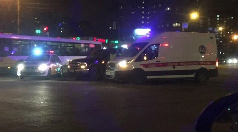 Водитель внедорожника открыл стрельбу после ДТП на проспекте Наставников