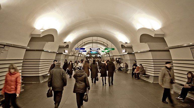 Проверка на станции петербургского метро