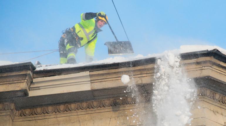 Руферы помогут петербургским чиновникам победить сосульки и снег