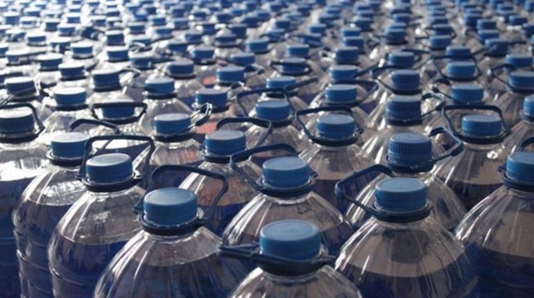 В Невском районе полиция изъяла 120 литров омывайки