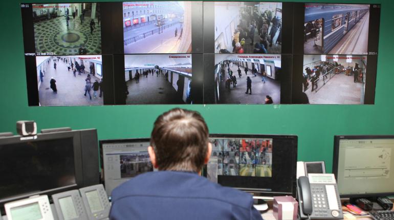 В Петербурге подземка в ночь на 16 марта будет работать по особому графику. Работа метро продлят до 01:30 мск. Режим изменен из-за футбольного матча «Зенит» - «РБ Лейпциг».