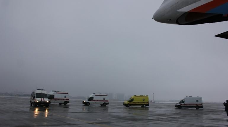 В Пулково сел самолет МЧС с больными детьми из Ростова