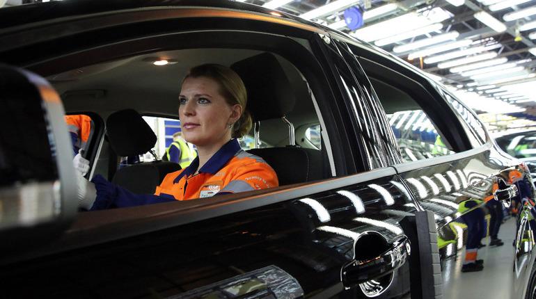 Автопроизводитель Ford вместе с компанией ParkApp запустили приложение поиска и оплаты парковок ParkApp. Сервис позволяет оплачивать парковку без участия водителя.