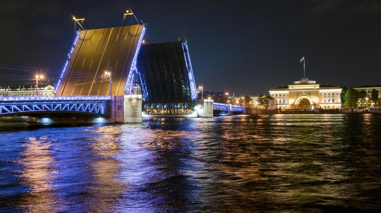 В Петербурге ночью разведут два моста