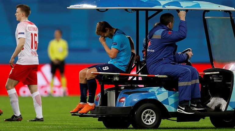 Кокорин травмировал колено и покинул матч против «Лейпцига»