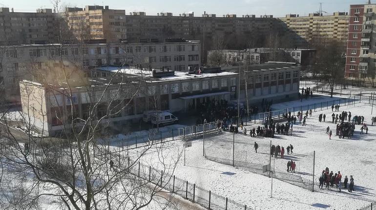 Прокуроры выехали в школу № 247, где распылили газ
