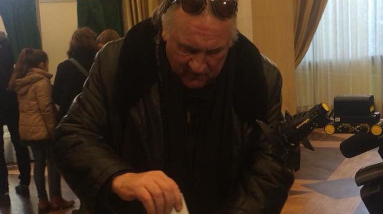 Россиянин Депардье проголосовал на выборах в Париже