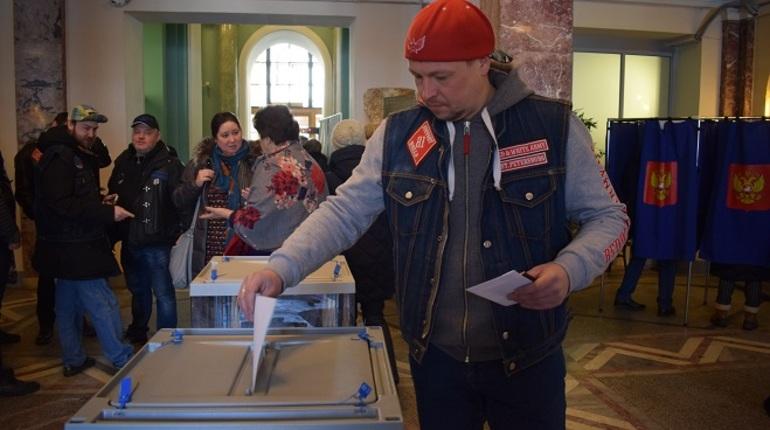 Байкеры заехали проголосовать в Аничков дворец