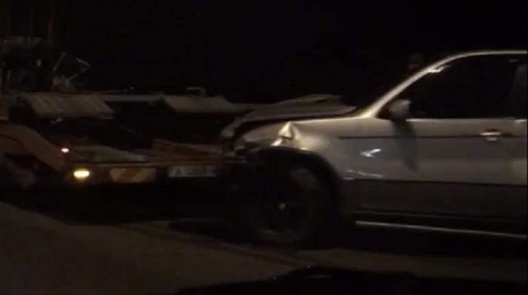 Фургон протащил БМВ наКАД: пострадала 26-летняя пассажирка