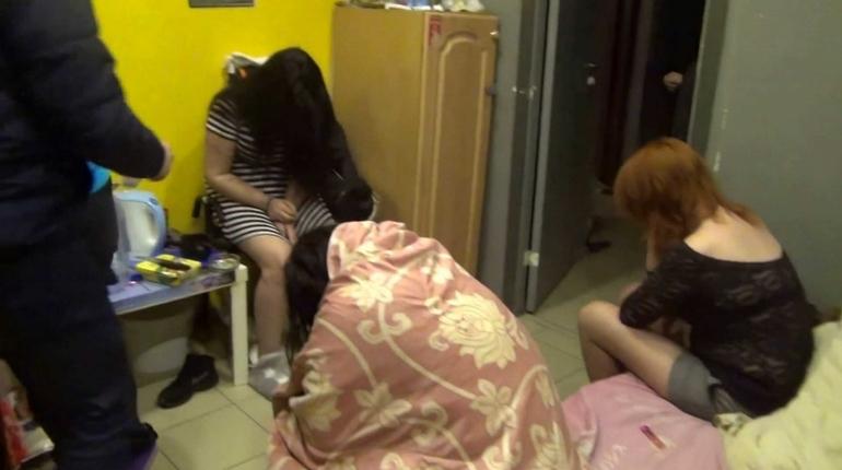 Клиентов на четырех проститутках нашли в Рыбацком