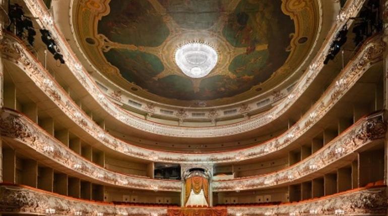 Путин поздравил Михайловский театр состолетием
