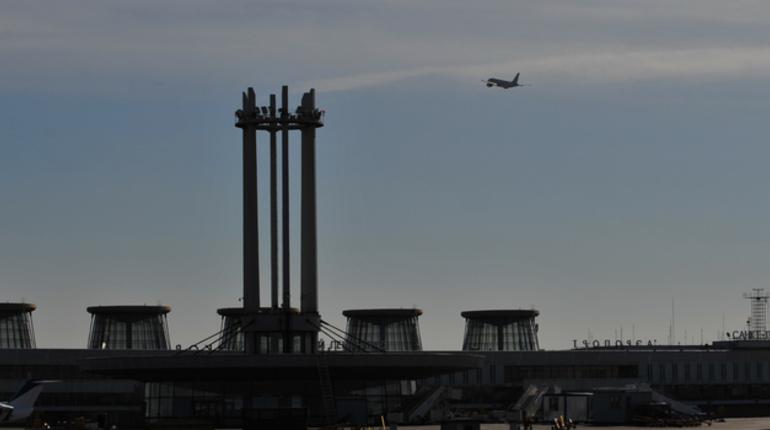 В Новосибирске экстренно сел самолет из-за ЧП с пассажиром