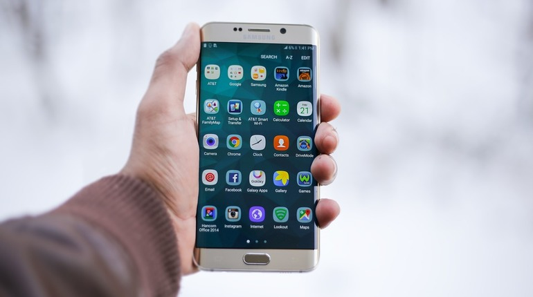 Топ-менеджер Qualcomm Салман Саид опроверг данные о выходе Samsung Galaxy X с гнущимся экраном.