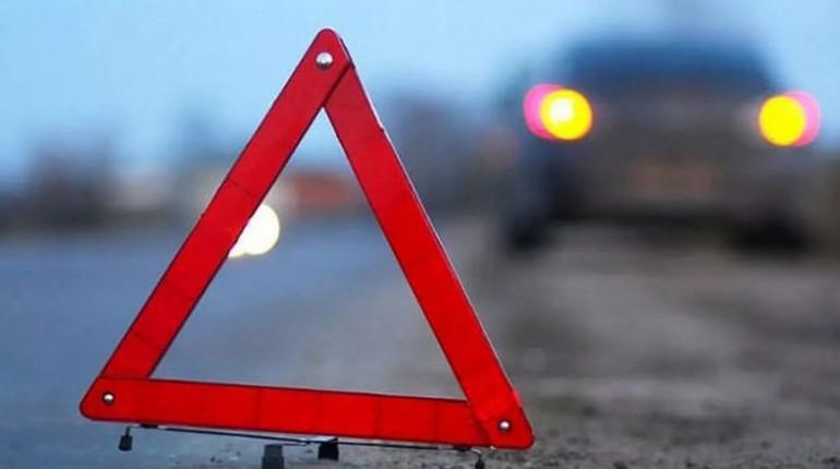 Вмассовом ДТП наМаршала Захарова пострадали три человека