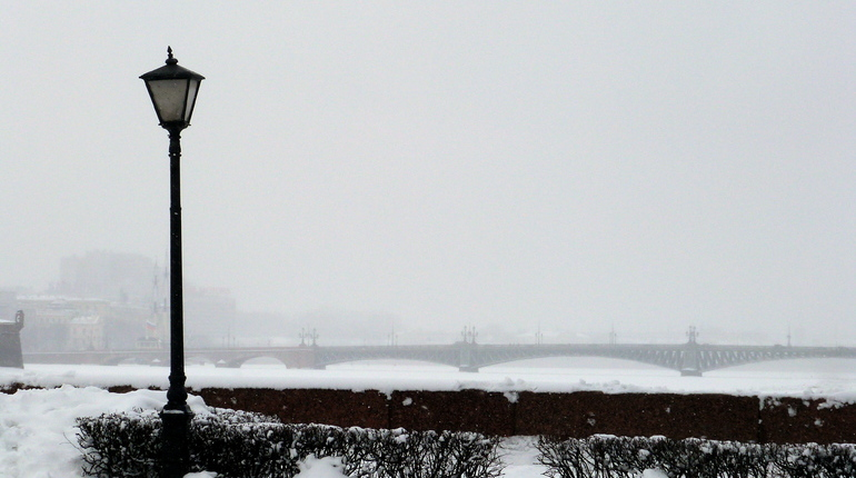 Петербург заносит мокрым снегом