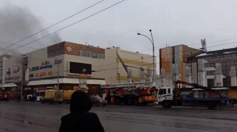 Число жертв впожаре вКемерово достигло 53 человек
