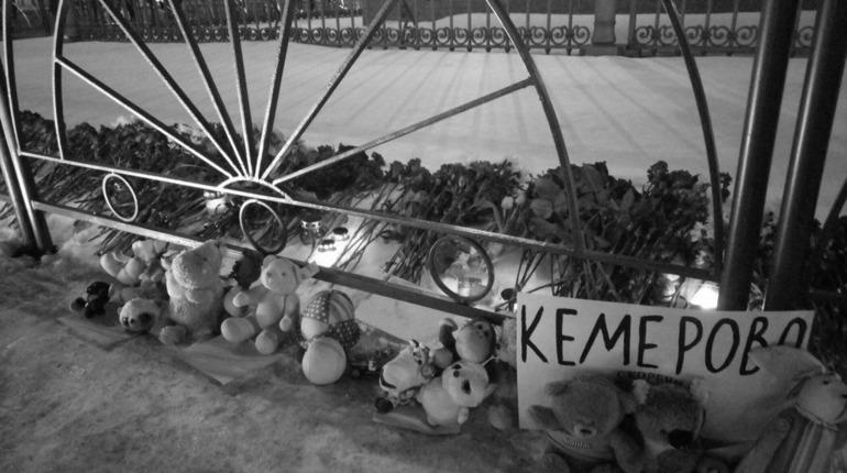 В Петербурге сегодня во всех храмах пройдут панихиды по погибшим в Кемерово
