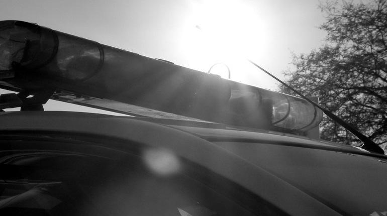 В Петербурге правоохранители начали проверку по факту ДТП с двумя КамАЗами. В результате аварии один из водителей попал в больницу в тяжелом состоянии.