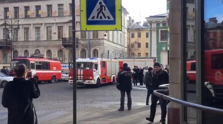 60 человек эвакуировали из-за пожара вунивермаге ДЛТ