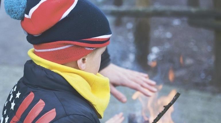 Трагедия в Кемерово, унесшая жизни десятков детей, заставила многих всерьез задуматься о пожарной безопасности. Петербургские детские сады уже начали проводить инструктажи для своих воспитанников и учить их поведению при пожаре. О том, что должен знать и уметь ребенок, расскажет