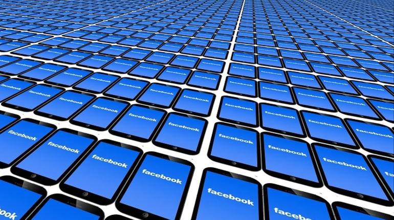 Топ-менеджер социальная сеть Facebook допускает рост пользователей любой ценой