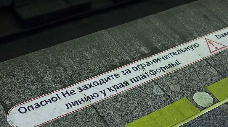 Станция «Горьковская» неработает навход из-за поломки эскалатора