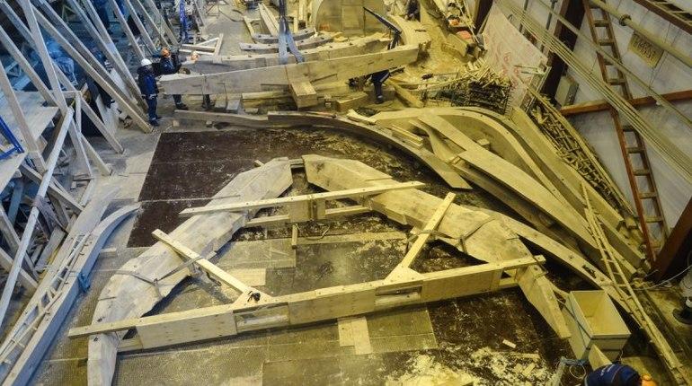 В Петербурге установили последнюю доску обшивки исторического корабля «Полтава»