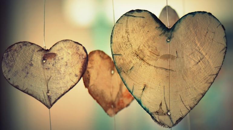Ученые нашли способ, как дольше оставаться здоровым и сохранить здоровое сердце. Все дело в оптимизме – люди, считающие, что стакан наполовину полон, меньше подвержены болезням сердца и сосудов.