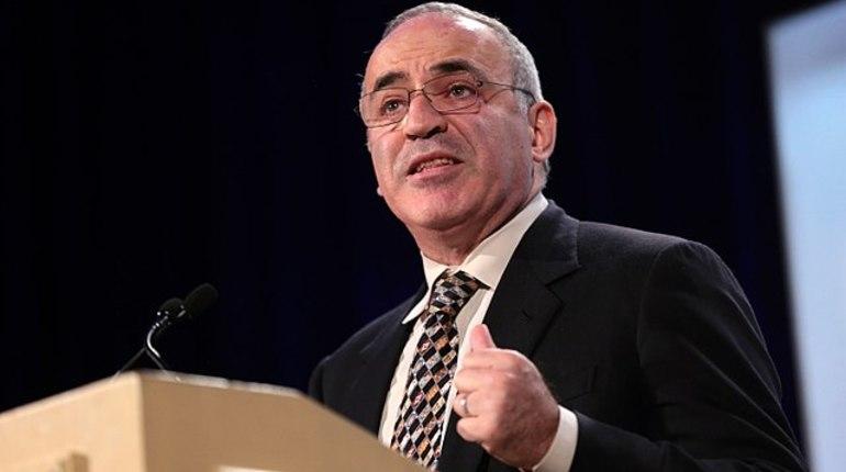 Каспаров призывает бойкотировать ЧМ-2018 в России