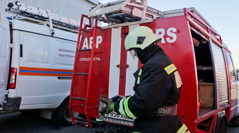 На Байконурской улице огонь уничтожил «УАЗ»