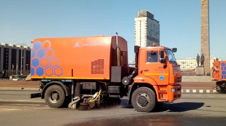 Улицы Петербурга чистят бесшумными пылесосами скамерами имонитором