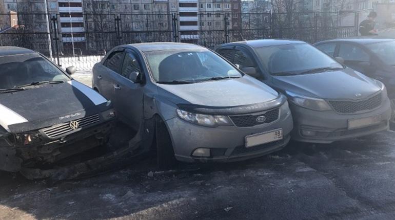 Пьяный петербургский ветеринар разбил машины и оставил визитку