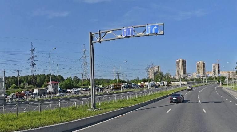 Группа дольщиков из ЖК «Новая Скандинавия» перекрала Суздальский проспект.  Участники акции остановили движение в обе стороны.