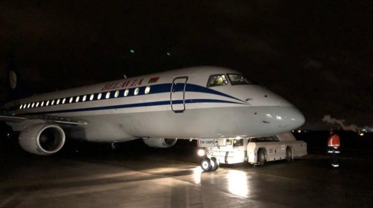 ВПетербурге приземлился неисправный самолет изМинска