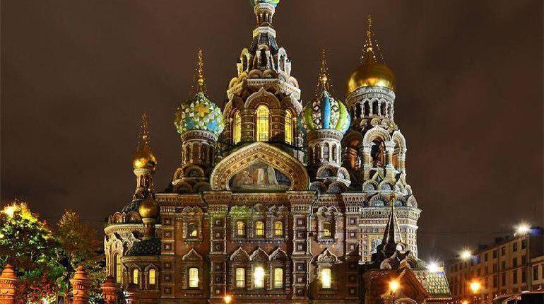 В Петербурге подсветили больше 30 храмов к Пасхе