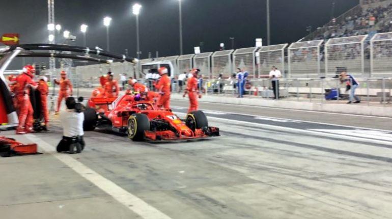 Райкконен сломал ногу механику «Феррари» впроцессе Гран-при Бахрейна
