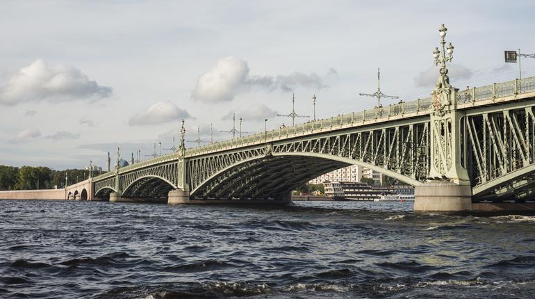 Вночь навторник разведут Сампсониевский мост