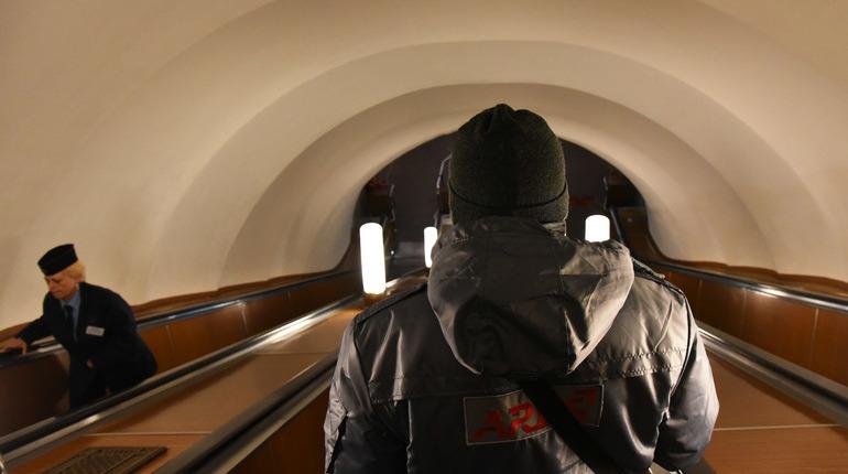 Все лето на станции метро «Приморская» будут ремонтировать эскалаторы