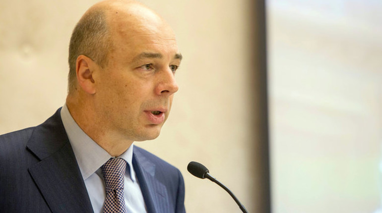 Министр финансов России Антон Силуанов заявил, что россиянам не следует рассчитывать только на государство в вопросе пенсии. По его словам, гражданам надо самим озаботиться тем, как добиться достойных пенсионных накоплений.